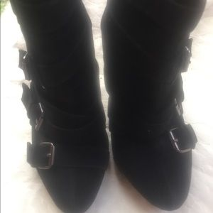 Black qupid booties  heel sz 8 1/2